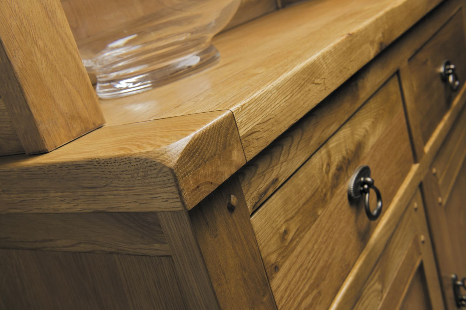 dating oak furniture How can i date antique furniture finds walnut and oak as machine-made furniture was introduced, often these carvings were not quite as refined, or delicate.