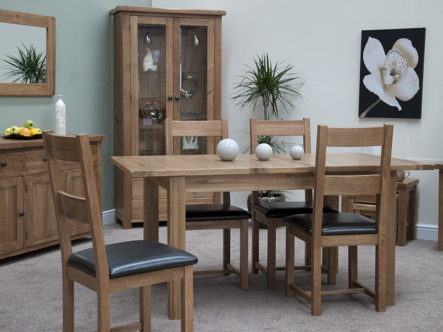 Sherwood Oak Large Extending Dining Table - mm. The Sherwood Oak furniture range is a substantial, high quality collection, which would bring a contemporary flourish to a multitude of interiors.