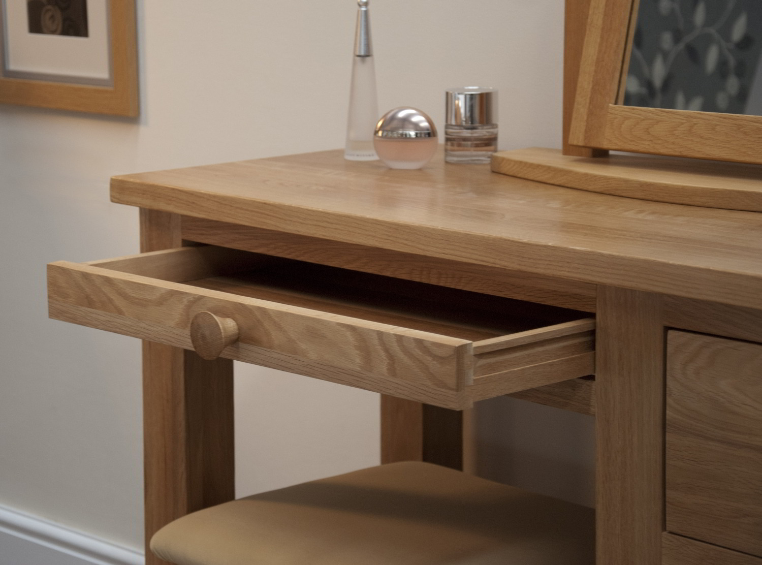 Kingston solid modern oak bedroom furniture dressing table for Solid oak furniture