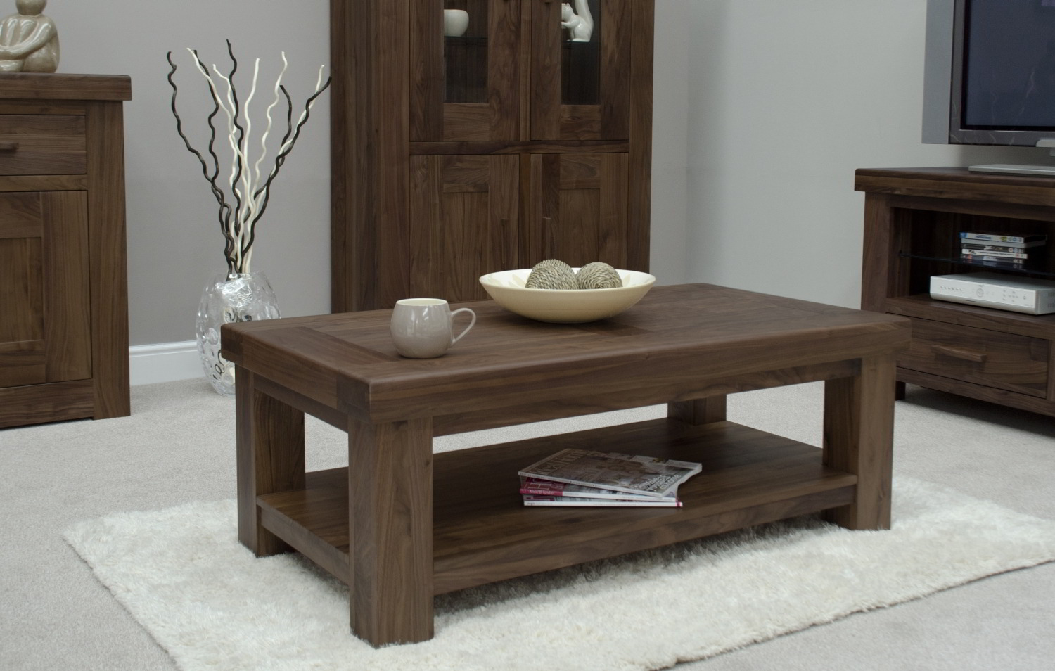 Kendo solid modern walnut living room furniture coffee for Living room tables